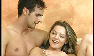 Mignon jeune brunette pièces film de porno français avec godemiché