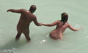 Blonde lesbiennes sur le streaming film porno francais sable chaud