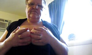 Sperme dans la video porno gratuit en français bouche-brunette lana donne une bouche pleine après avoir été sucé par son homme sec