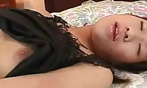 Brésilien noir maman avec cul serré donne une belle tête et film porno gratuit italien se remplit de sperme
