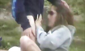 Tatoué sexy babe baise elle-même avec les doigts film porno allemande
