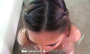 Chaud petit maigre jeune brunette Éjacule dur devant la vidéo porno français gratuit caméra en vidéo amateur