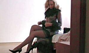 Hot brunette films x gratuits en français babe Anna séduit son corps parfait